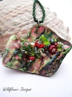 Embelllished Paua Pendant - Green Cranberry
